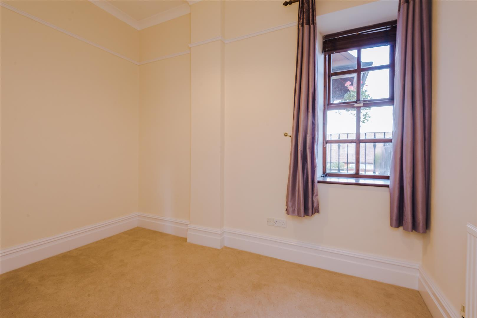 2 Bedroom Apartment For Sale Image 8